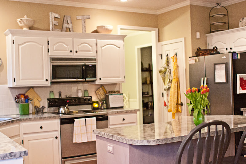 Tips decorating above kitchen cabinets my kitchen Above kitchen cabinet decorating idea pictures